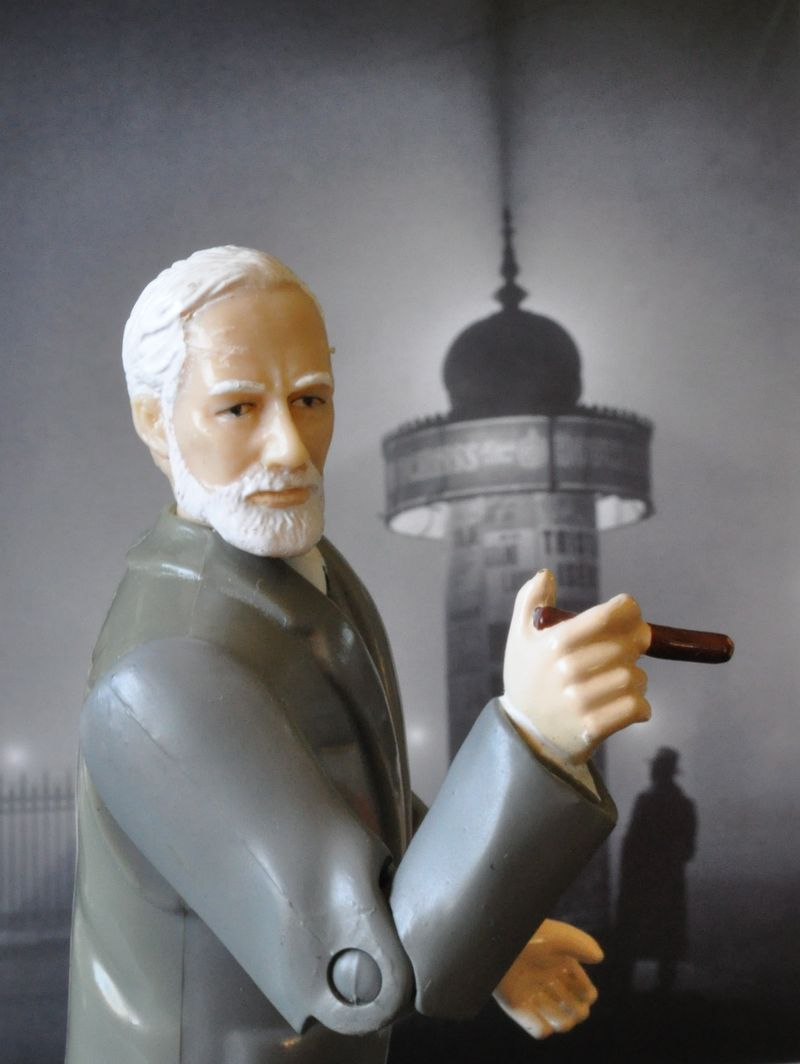 Freud and kiosk
